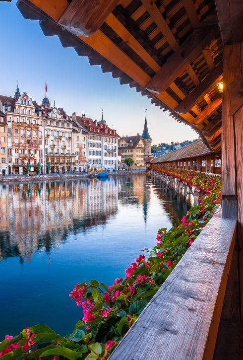 Kapellbrucke,Historic,Wooden,Bridge,In,Luzern,And,Waterfront,Landmarks,Dawn